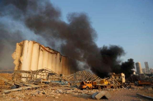 Près du site de l'explostion, sur le port de Beyrouth, mardi 4 août.