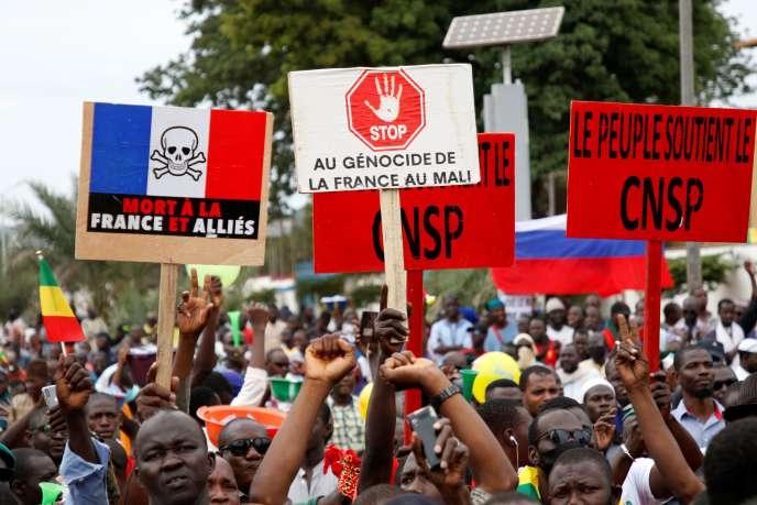 Les partisans de l'opposition rassemblés pour célébrer l'éviction du président Ibrahim Boubacar Keita («IBK»), sur la place de l'indépendance à Bamako, le 21 août.