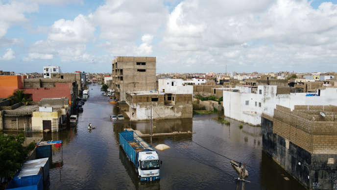 Dans la banlieue de Dakar, la ville de Keur Massar est encore sous les eaux trois jours après les pluies diluviennes du 5 septembre 2020. En une seule journée, le Sénégal a enregistré plus de pluies que durant une saison habituelle.