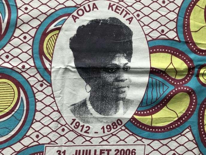 Pagne produit par l'Association pour le progrès et la défense des droits des femmes (APDF) à l'occasion de la Journée de la femme africaine du 31 juillet 2006.