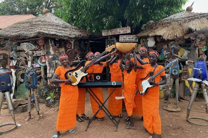 Le groupe Star Feminine Band, en 2019, à Natitingou, au Bénin.