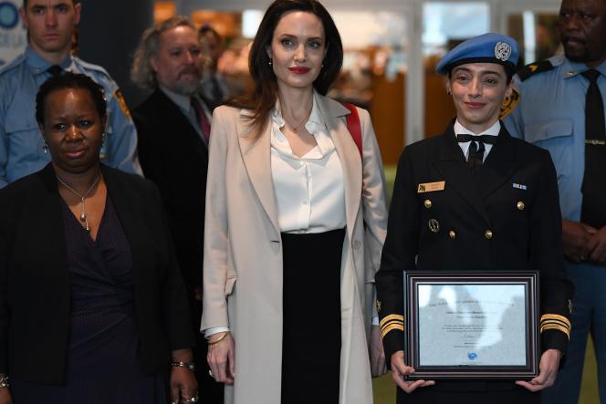 Bintou Keïta (à gauche) aux côtés d'Angelina Jolie, à New York, en mars 2019.