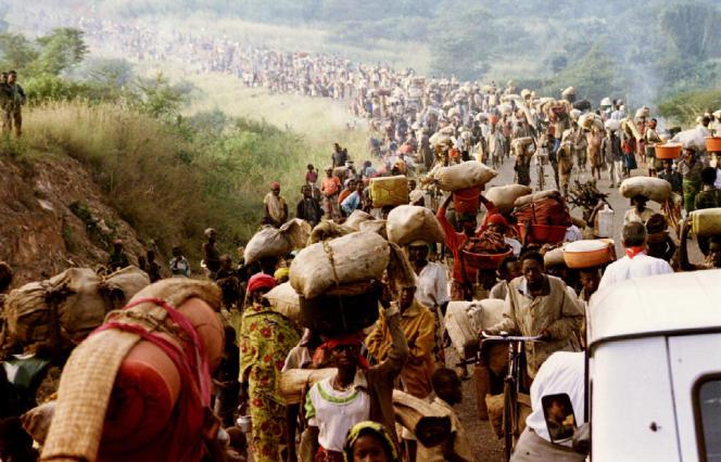 Rwandan refugees flee to Tanzania on May 30, 1994.