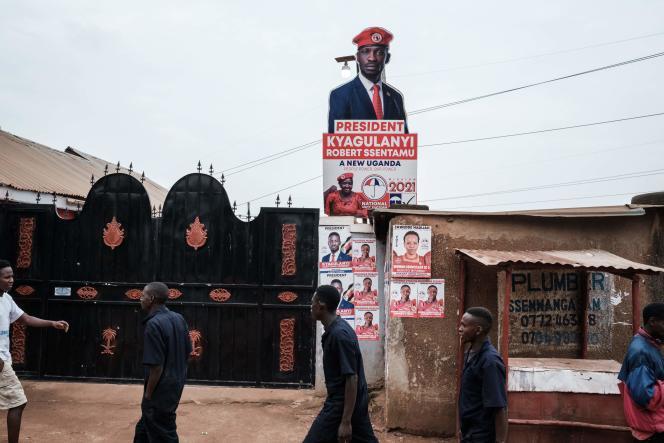 Des panneaux en faveur de l'opposant Bobi Wine, le 16 janvier à Kampala.