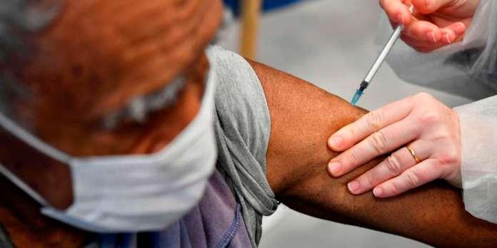 Vaccin contre le Covid-19 : « A ce jour, aucun excès d'effets secondaires  n'a été identifié »