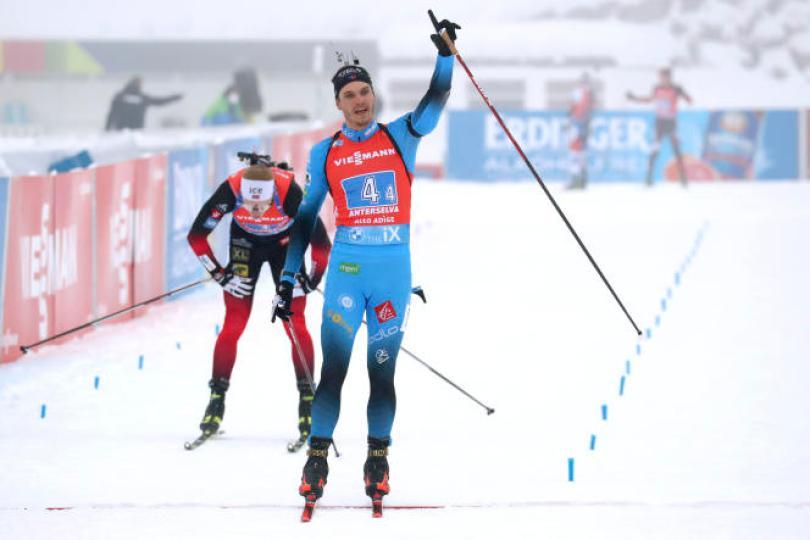Emilien Jacquelin a dépassé au sprint le Norvégien Johannes Boe.
