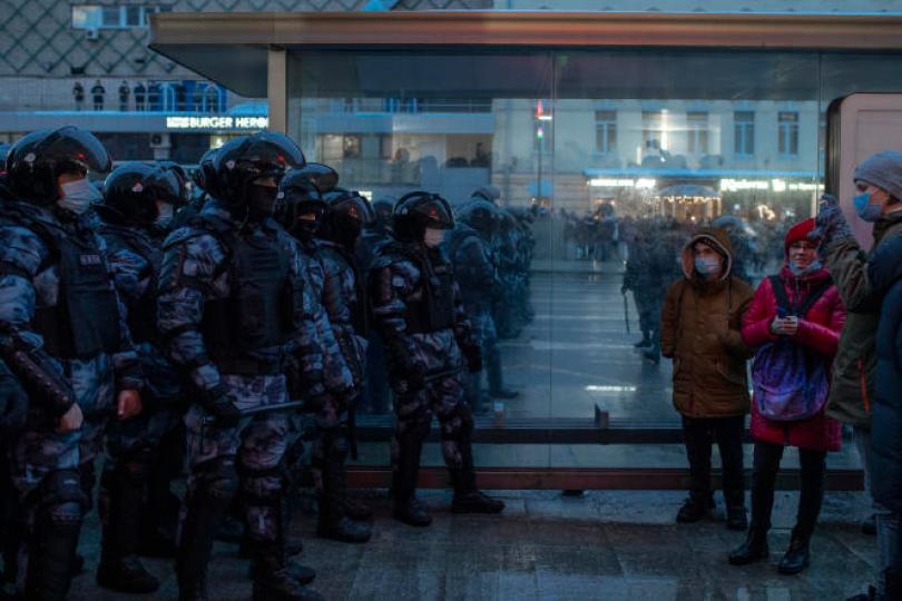 Des agents des forces de l'ordre bloquent une rue aux participants de la manifestation de soutien à l'opposant russe emprisonné Alexeï Navalny, à Moscou (Russie), le 23janvier.