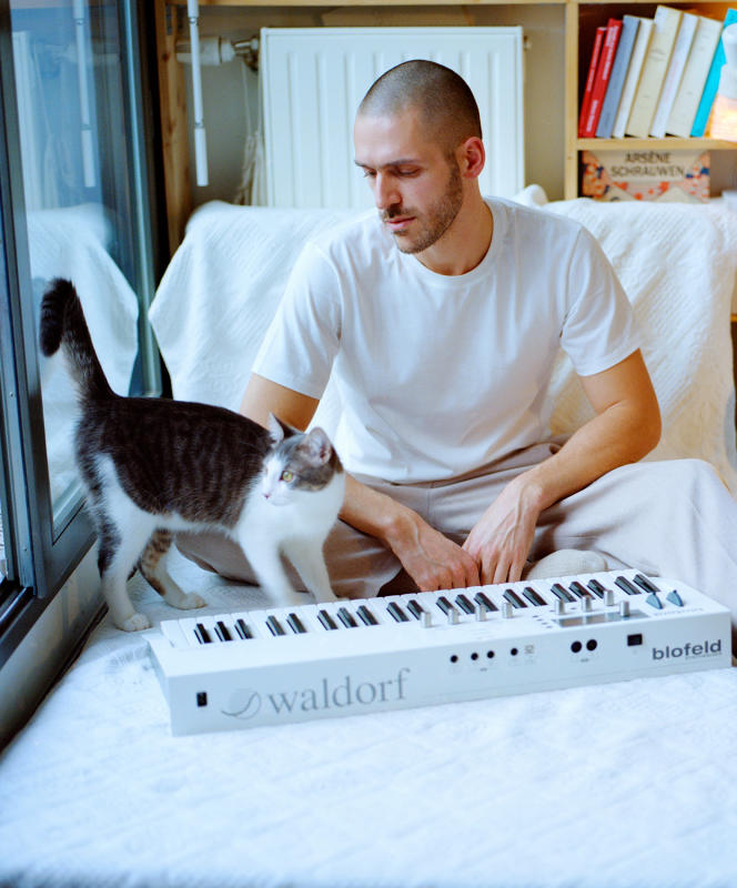 Joseph Schiano di Lombo and his cat Moscow, in Pantin, January 28.