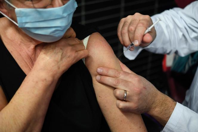 A woman receives a dose of the Pfizer-BioNTech vaccine at a vaccination center in Garlan (Finistère) on March 2.