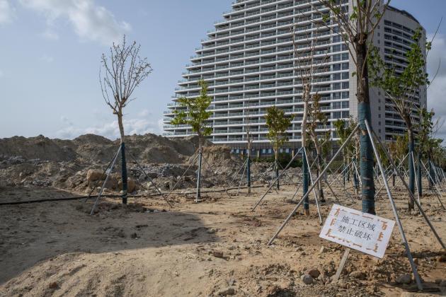 Le chantier d'un ensemble résidentiel en construction, à Sanya, sur l'île d'Hainan, en chine, le 28 février.