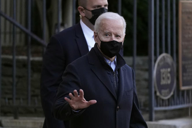 Le président américain Joe Biden quitte l'église catholique Holy Trinity de Georgetown, à Washington, le 6 mars.