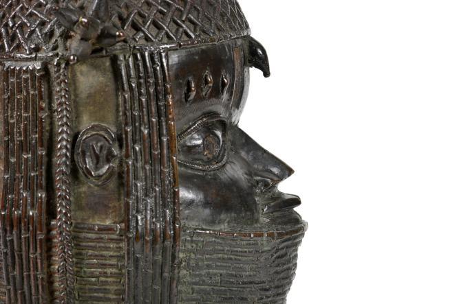 Un bronze du royaume du Bénin, aujourd'hui rattaché au Nigeria, au musée d'Aberdeen, en Ecosse.