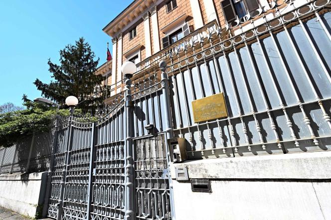 L'ingresso dell'ambasciata russa a Roma, il 31 marzo 2021. L'italia ha espulso due russi funzionari del 31 marzo 2021, dopo che un capitano della marina militare italiana, Walter Biot, è stato catturato la vendita di documenti segreti a un ufficiale militare russa.