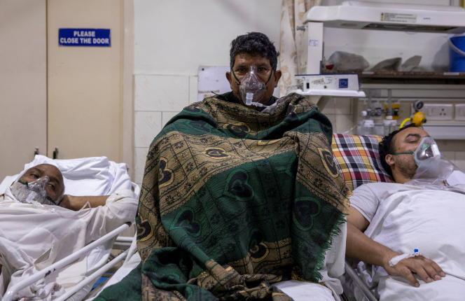 Un patient atteint de Covid reçoit des soins à l'hôpital de la Sainte-Famille, à Delhi, le 19 avril.