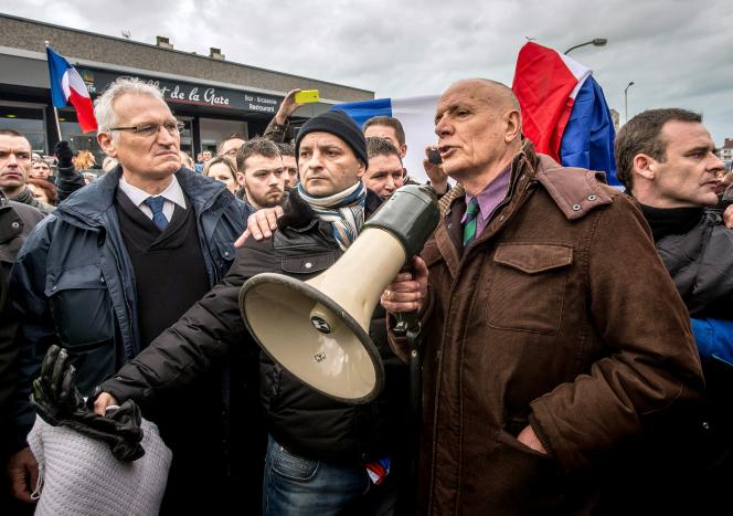 Christian Piquemal, fondateur du «cercle des citoyens patriotes», lors d'une manifestation à Calais le 6 février 2016.