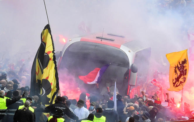 LOSC supporters welcome the bus that transports the team before a match in Villeneuve-d'Ascq against AS Saint-Etienne on May 16, 2021.