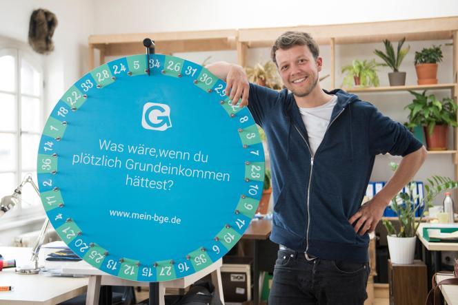 Michael Bohmeyer, fondateur de Mein Grundeinkommen («mon revenu de base»), le 13avril 2017. Cette structure privée, qui milite en Allemagne pour la mise en place d'un revenu universel, a lancé le 1er juin une nouvelle expérimentation sur 122 personnes.