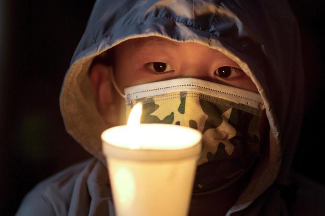 Vendredi, les utilisateurs de la très populaire application WeChat ne pouvaient plus utiliser l'émoticône représentant une bougie allumée, symbole pouvant être perçu comme un hommage aux victimes du massacre de la place Tiananmen.