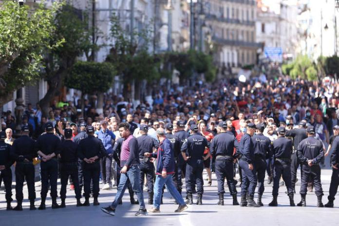 Des manifestants défilent à Alger, le 7 mai 2021, en soutien au mouvement pro-démocratique du Hirak.