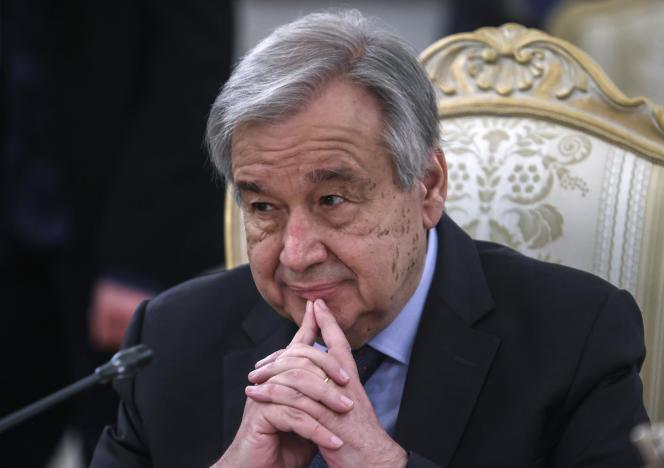 Le secrétaire général de l'ONU, Antonio Guterres, écoute le ministre russe des affaires étrangères, Sergueï Lavrov, lors de leur réunion à Moscou, en Russie, le 12 mai 2021