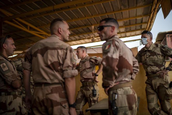 Des soldats français de l'opération «Barkhane»s'apprêtent à quitter le Mali après que la France a annoncé la suspension des opérations militaires conjointes, le 9juin2021.
