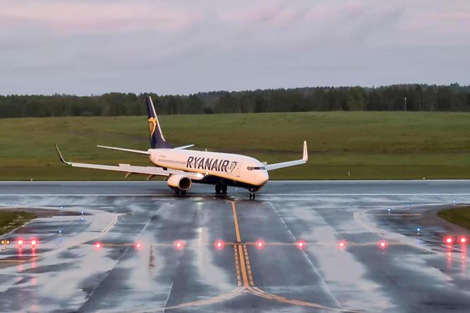 Un avion de la compagnie irlandaise Ryanair, à l'aéroport de Vilnius (Lituanie), en mai2021.