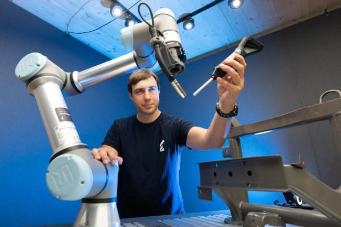Georg Püschel, cofondateur de la start-up de robotique Wandelbots, à Dresde (Saxe), en Allemagne, le 10 juin 2021.