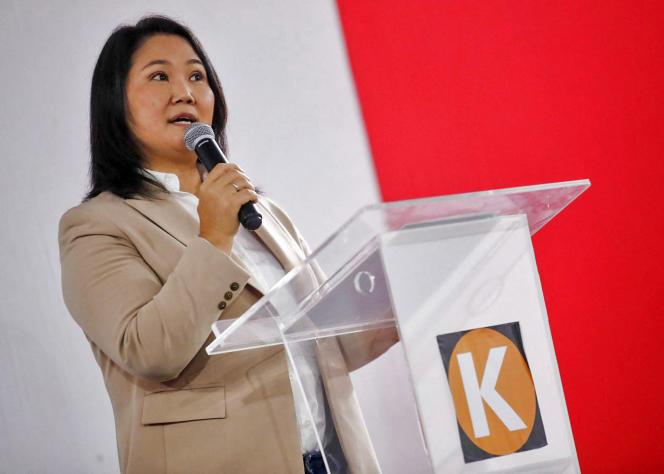 La candidate à la présidentielle péruvienne Keiko Fujimori admet sa défaite lors d'une conférence de presse au QG de son parti, à Lima, le 19 juillet 2021.