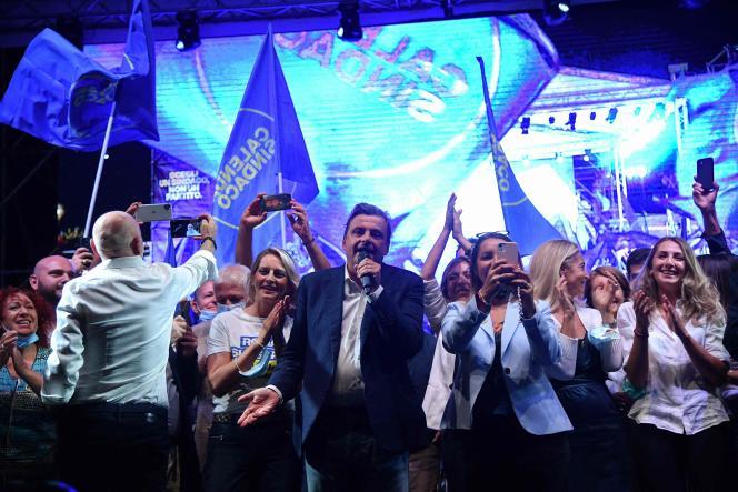 Il candidato di centro-sinistra per le elezioni comunali di Roma, Carlo Calenda, in un comizio elettorale, 1 ottobre 2021.