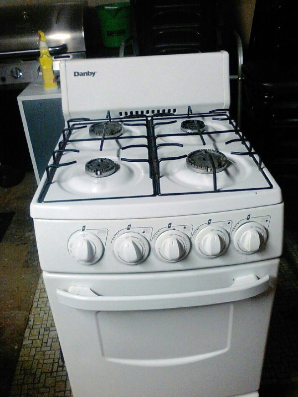 Danby Apartment Size Stove Gas 100 00or B O