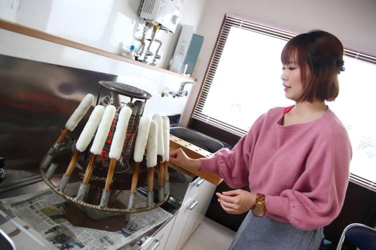 [日本秋田]感受秋田鄉土人情味,秋田名產烤米棒DIY,初嘗比內地雞米棒鍋,啵棒!陽気な母さんの店