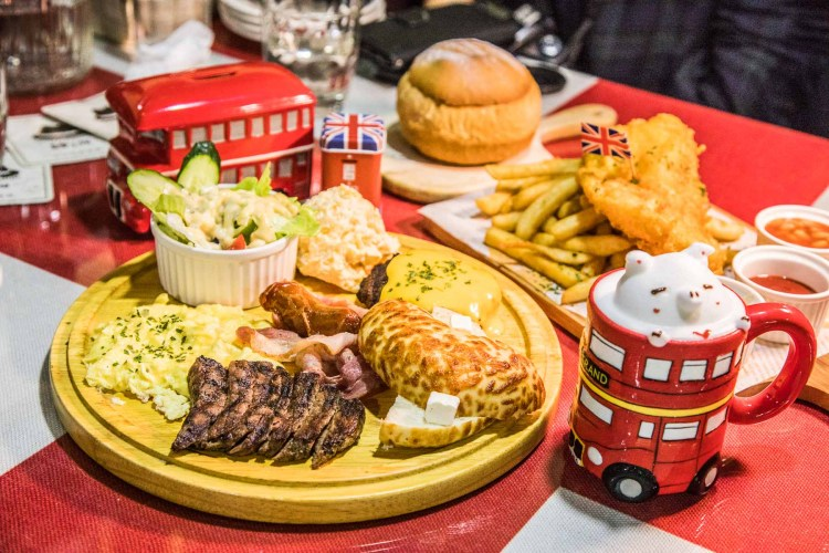 [新竹北區]道地英國傳統料理,炸魚薯條超好吃,還有超萌立體拉花!紳士帽英式早午餐主題餐廳