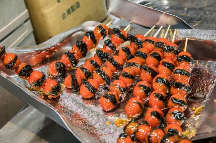 [板橋美食]鳥來伯糖葫蘆/這價格根本被凍結了20年吧!一串20元糖葫蘆!連草莓糖葫蘆也只要30元