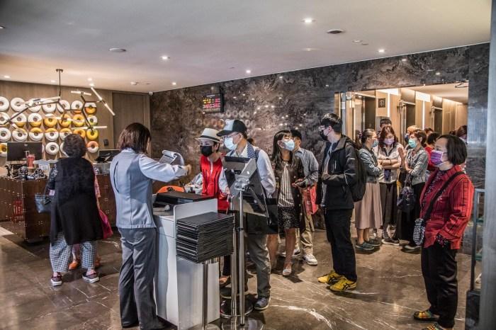 [板橋吃到飽]悅市集-台北新板希爾頓酒店/五星級飯店吃到飽只要360元你敢信?加價120元酒類還暢飲!