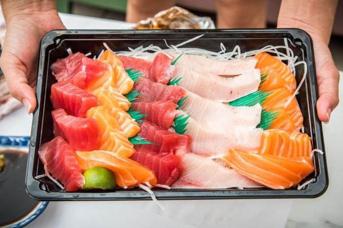 [桃園美食]許記生魚片/想買要排隊領號碼牌!?漁港大排隊生魚片專賣店