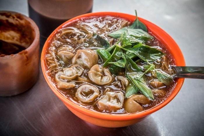 三重美食 》龍濱大腸麵線,三十年大腸麵線老店,大腸直接舖滿超豪氣!