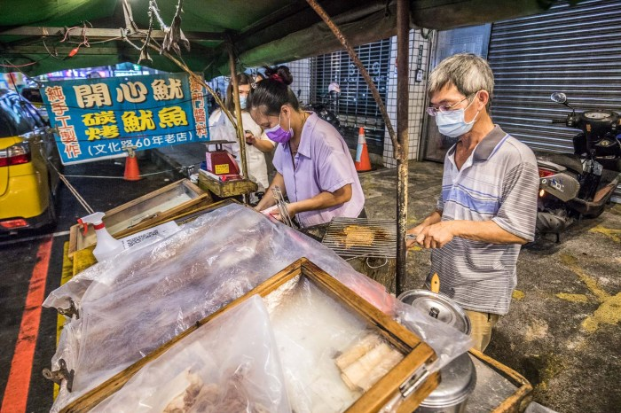 嘉義美食 》開心碳烤乾魷魚,嘉義文化路60年老攤,古早味碳烤乾魷魚