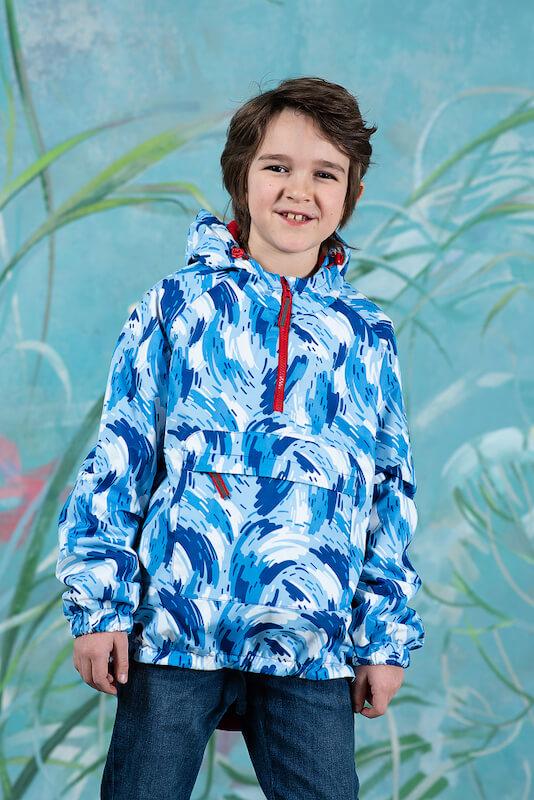 Голубая детская ветровка-анорак с принтом