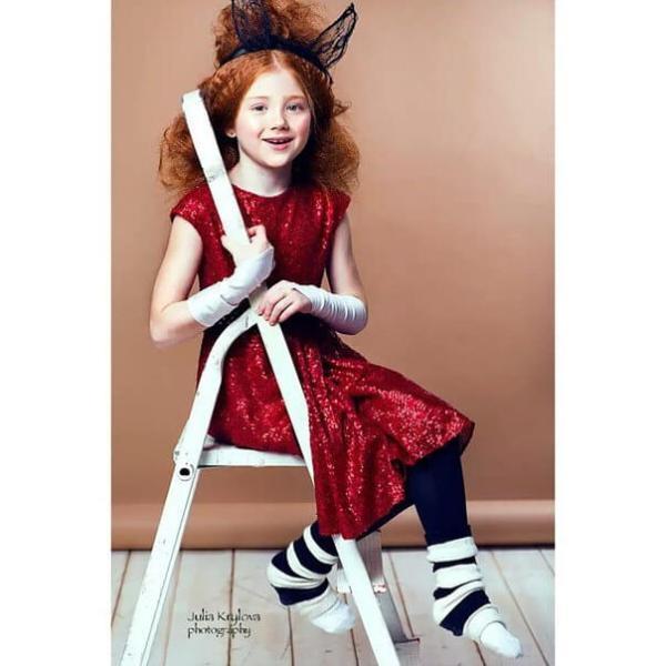 Платье красное детское с пайетками и сердцем