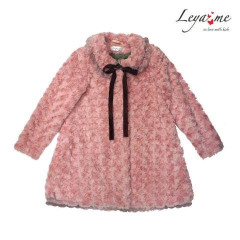 Пальто розовое из искусственного меха на девочку