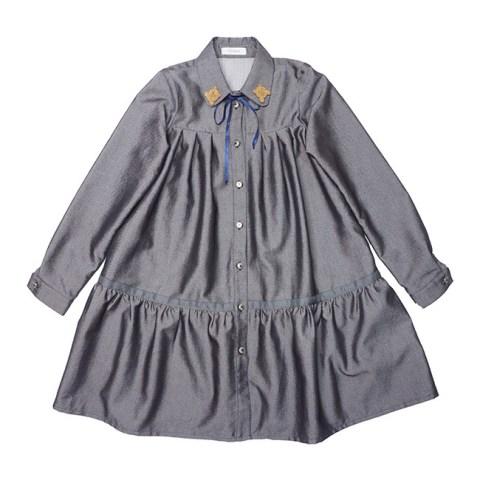 Платье-рубашка школьное с оборкой и декором на воротнике серое