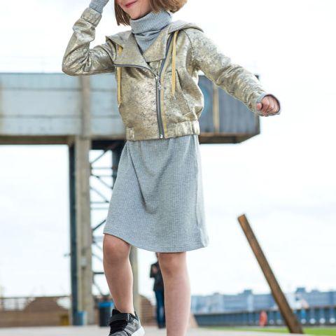 Платье-чулок серебристо - серое с высоким горлом на девочку