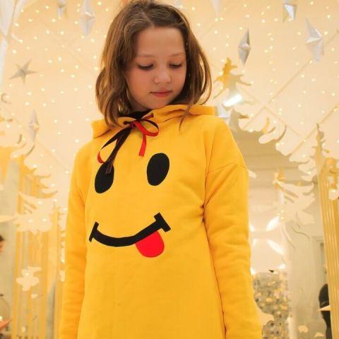 Желтый детский свитшот для девочки с принтом Смайлик