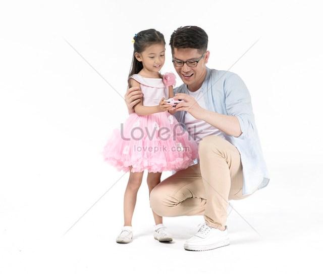 Ayah Dan Anak Perempuan Mengambil Gambar Bersama Sama Gambar Unduh