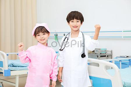 女性醫生戴著聽診器加油手勢圖片素材-JPG圖片尺寸6720 × 4480px-高清圖片501562684-zh.lovepik.com