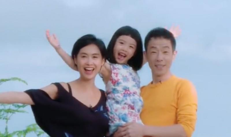 46歲朱茵素顏帶女排排坐 高顏值母女檔沒架子 - 自由娛樂