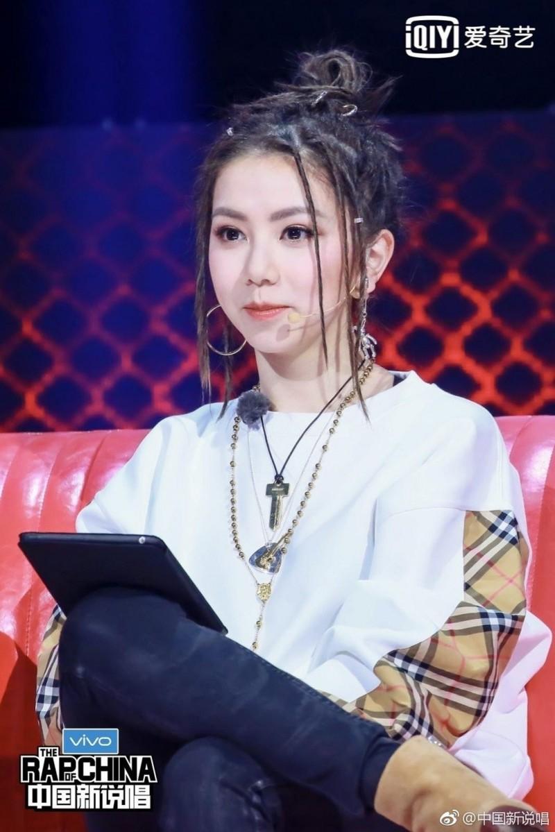 網紅模仿《中國新說唱》...她扮鄧紫棋 網驚呆根本神還原 - 新文易數
