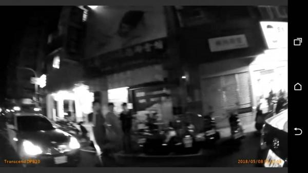 瑞豐夜市旁傳街頭械鬥,疑因爭風吃醋雙方談判破裂起衝突。(記者黃良傑翻攝)