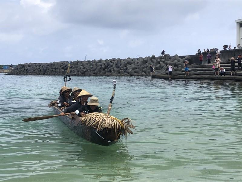 歷經45小時跨越黑潮! 臺灣獨木舟到達日本與那國島 - 生活 - 自由時報電子報