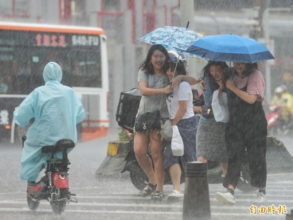 記得帶雨具!明天全臺天氣不穩 高屏慎防超大豪雨 - 生活 - 自由時報電子報